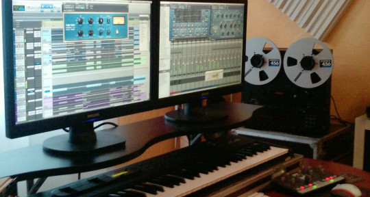 Photo of Jay Hyme ::: producer/mixer/remixer ::: geheimlabor productions