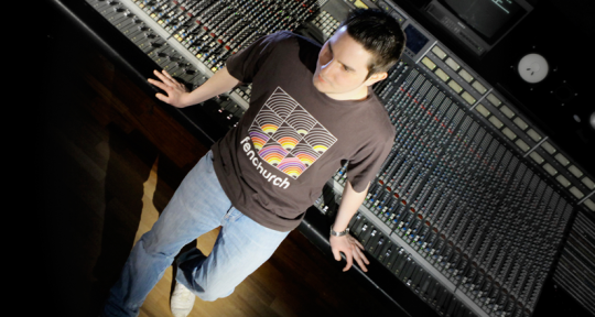 Mixing & Mastering Engineer - Manuel R.