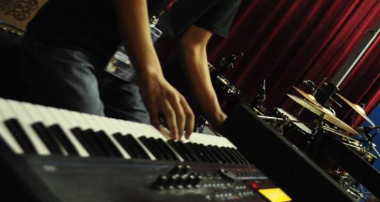Keyboardist, Mixer, Beatmaker. - Theophilus Sound.