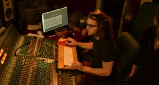 Mixing and Recording Engineer - Luke Woollett