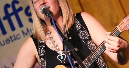 Singer, songwriter, topliner - Elizabeth Hareza