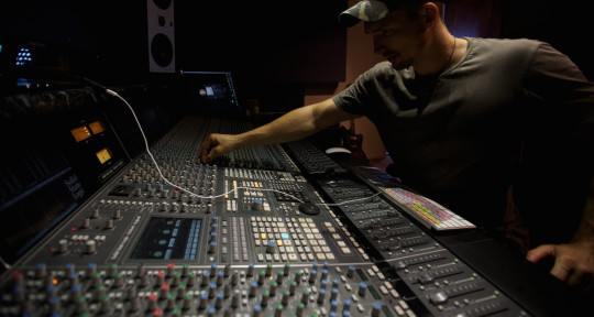 Mix Engineer, Music producer - James Russell
