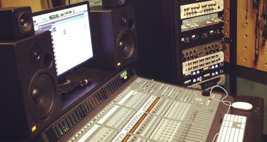 Mixing and Music Producer  - Questioneer
