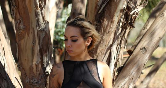Singer, Songwriter - Kimi Lundie