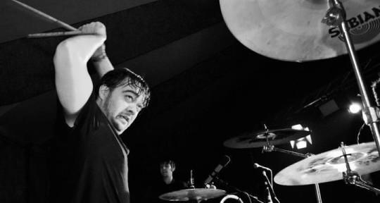 Hard hitting rock machine - Simon Marsh, Session Drummer