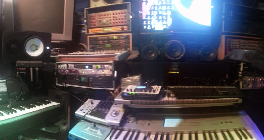 DJ/MUSIC PRODUCER/ETC - DJARIES69