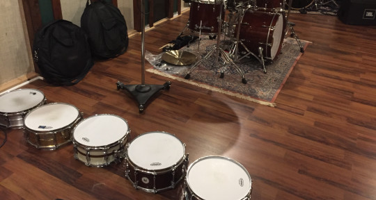 Drummer in a pro studio  - Dell Sartin