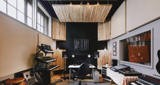 Professional Recording Studio - Electrik Indigo Sound