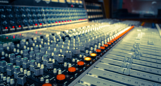 Mixing and mastering engineer - Dimitrije Maglic
