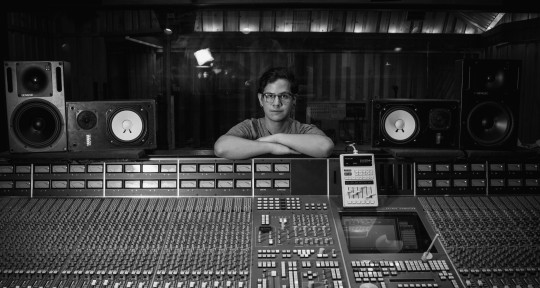 Recording & Mixing Engineer - Carlos Mora