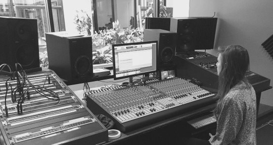 Rough Mix, Mixing Engineer - Julia Bores