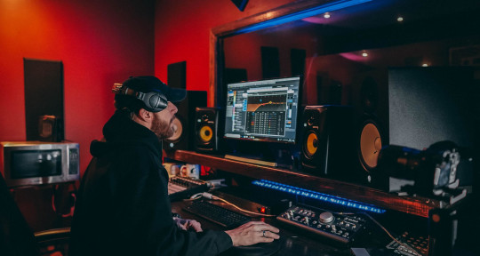 Mixing Engineer/Creative sound - Jesse Wieschollek