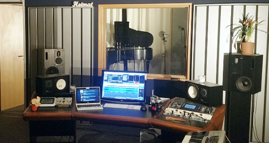 Full Service Studio - Studio1058