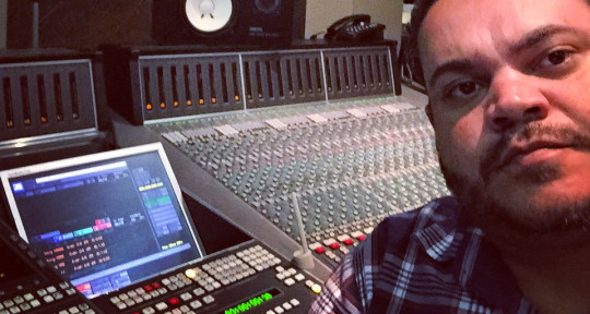 Mixing Engineer - Alex Reis