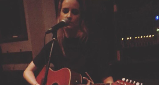 Singer Songwriter - Kimberley Castlemain