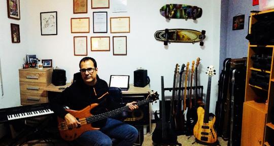 Session Bass Player - Oscar Fanega