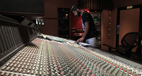 Recording & Mixing Engineer - Narek Ambar