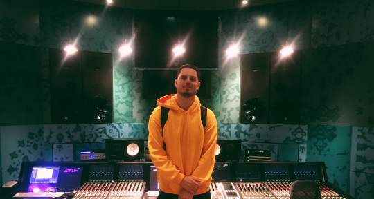 Songwriter/Singer/Mixing Eng. - Boe Brady