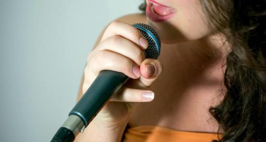 singer - Anna Cseke