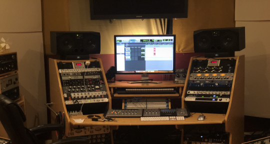 Recording Studio - MakeWatch Studio