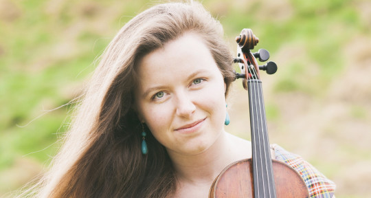 Fiddle player and singer - Isla Ratcliff