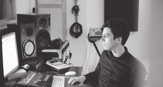 Mixing and mastering engineer - Ricardo Riquier
