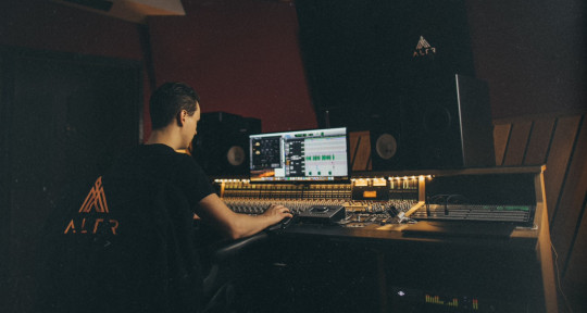 Mix Engineer and Producer - Gabe Gallucci