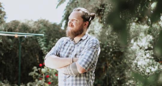 Post minimalist composer - Yuri Tománek