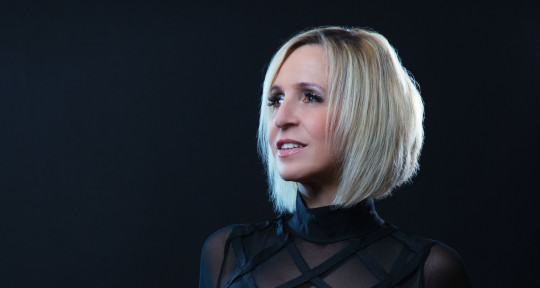 Singer, Song- / topline writer - Myra Bro