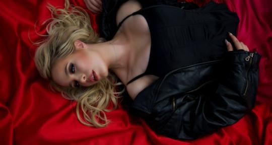 Singer, Songwriter, Topliner - Sara Sangfelt