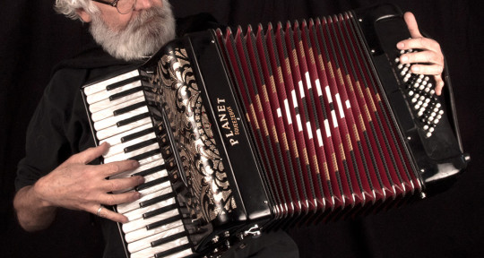 Accordion, Piano, Organ - Gary Mackender