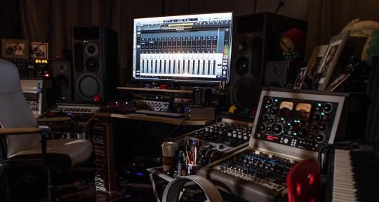 Music production studio  - PartyBusMusic/GoldenHillStudio