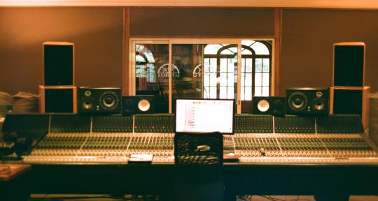 Photo of Thomas LeFlore Mixing Studio