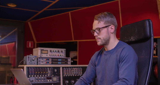 Music Producer, Pop & EDM - Simon Jacobsson