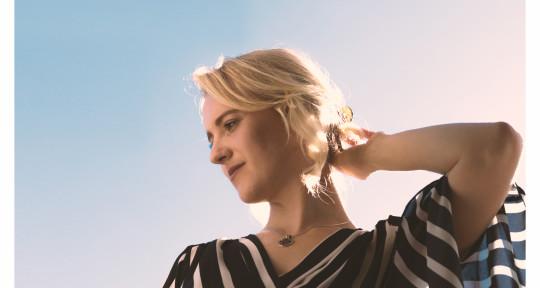 singer,songwriter,BGVs,piano - Phoebe Katis