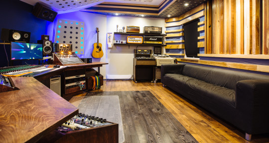 Full Service Music Studio - Blue Light Studio