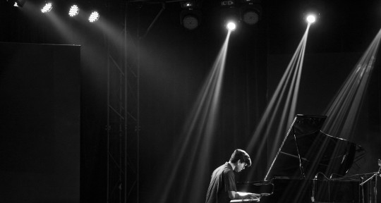 Pianist/Keys/Composer/Producer - Luca Mendoza