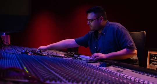 Mixing Engineer - Misael Velis