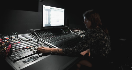 Remote Mixing and Mastering - Mariana Hutten
