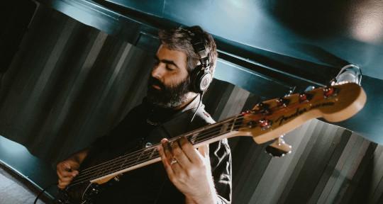 Session Bass Player - Enrique Perez Vivas
