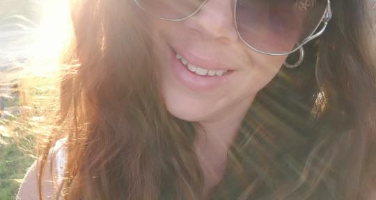 Session singer/songwriter - Cassandra