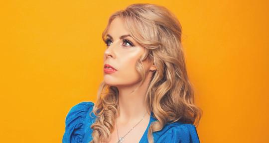 Vocalist, Songwriter, Topliner - Michelle Daly