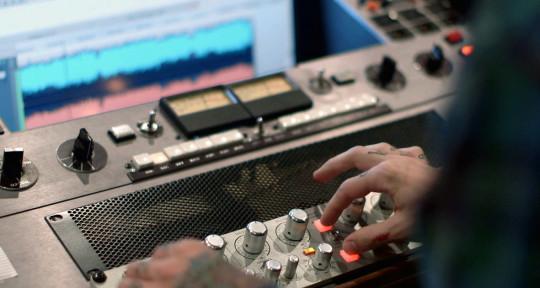 Beatmaker, Mixing Engineer - Past-X