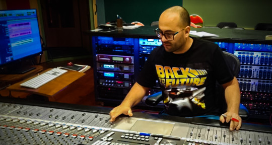Mixer Engineer/Beatmaker - Greg Alonso