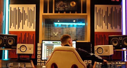 Mix Engineer, Beatmaker  - Paul