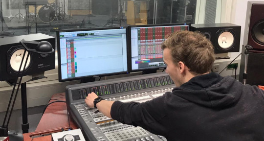 Mixing & Mastering Engineer - Jelle Haasnoot