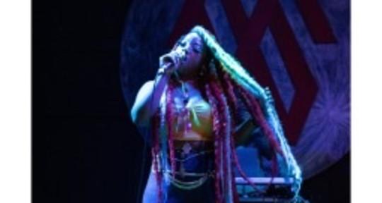 Mash Up Queen, Singer/writer - Prosperiti