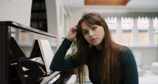 Singer/Song-Writer - Sophie Worsley