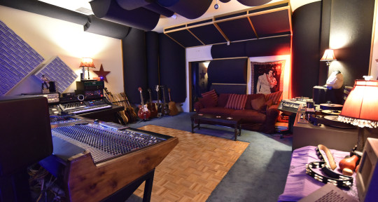 Studio Owner/Producer/Bassist - Shane Solo
