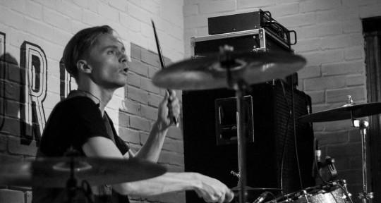 Versatile Session Drummer - Gethyn Hatch